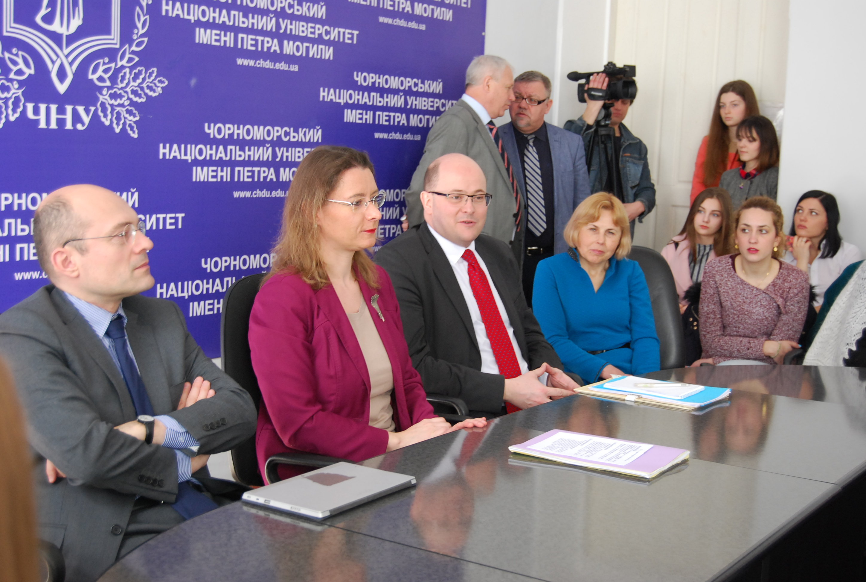 Надзвичайний і Повноважний посол Франції в Україні Ізабель Дюмон