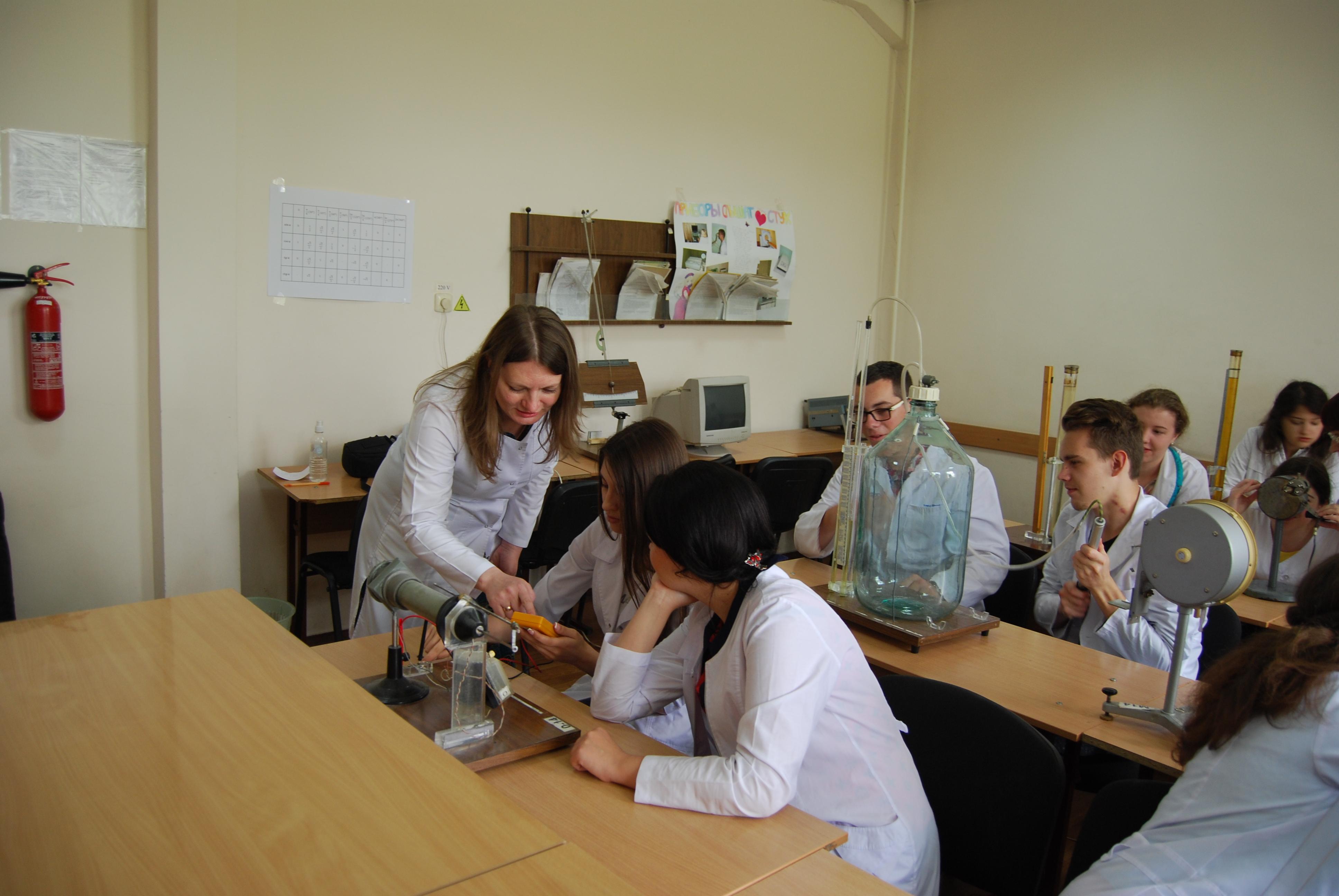 Пара у студентів-медиків