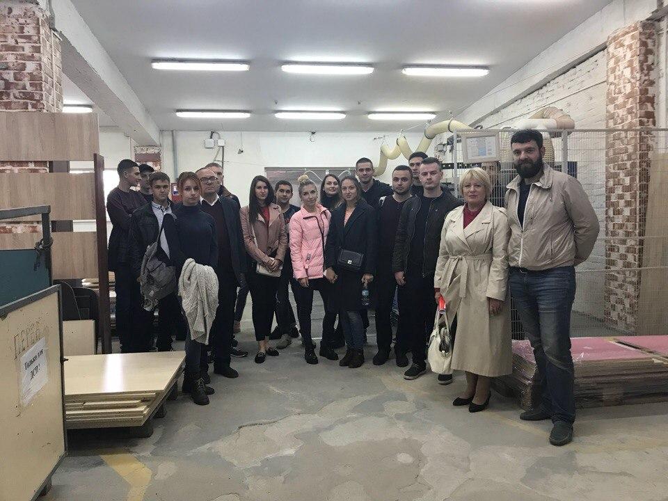 Студенти-економісти набиралися досвіду з управління виробництвом на «ТК – Ренесанс» (1)